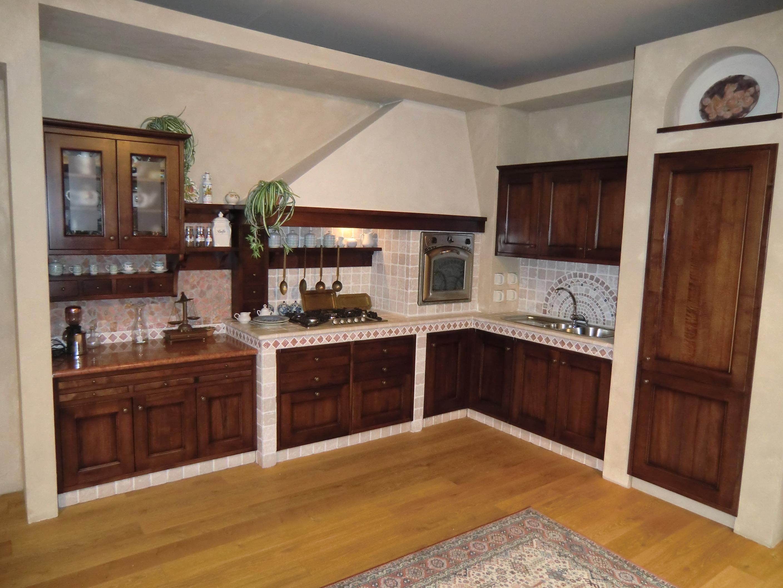 Realizzazione cucina in muratura aedilis ristrutturazioni - Cucine con panca ...